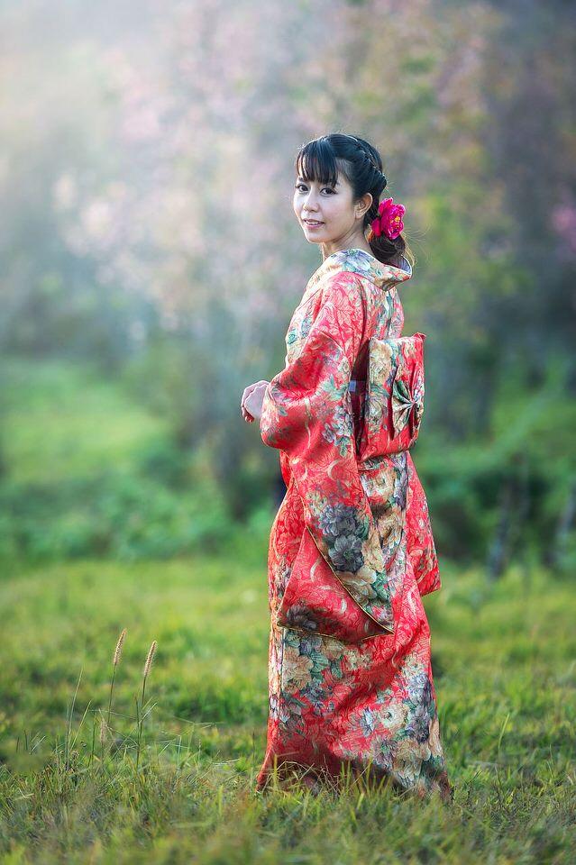 Ragazza cinese con kimono